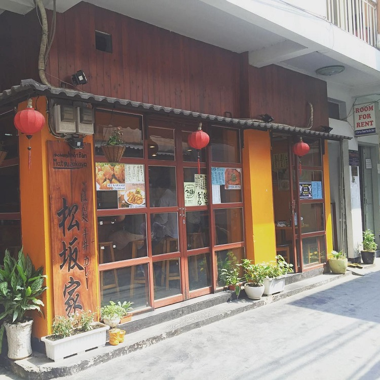 Những cánh cửa đóng kín của các nhà hàng Nhật