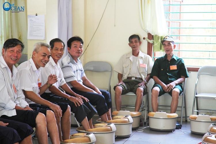 Nụ cười của các cựu chiến binh tại trung tâm điều dưỡng Người có công số II Hà Nội nằm ở Xã Viên An, Huyện Ứng Hòa, Thành phố Hà Nội khi ban lãnh đạo của Du Lịch Đại Dương đến thăm hỏi