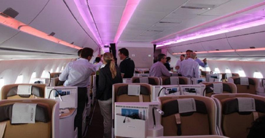 hành khách bị yêu cầu rời khỏi chuyến bay