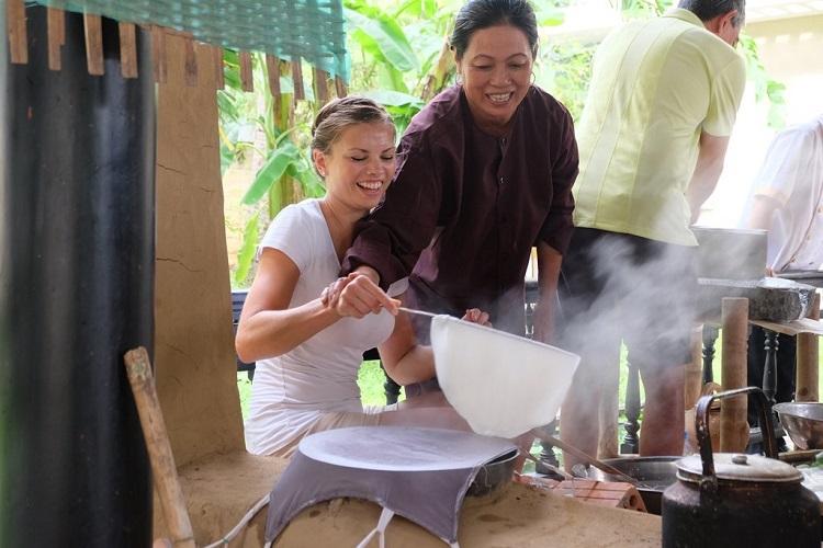 Học nấu món ăn truyền thống miễn phí tại khách sạn Hội An