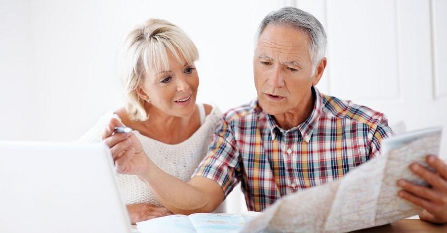 Nhiều người già muốn tìm hiểu quy định về người cao tuổi khi đi máy bay