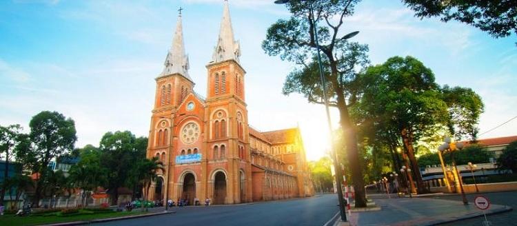nhà thờ Đức Bà Sài Gòn - vé máy bay đi Sài Gòn