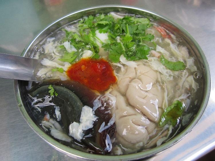 """Những món ăn """"hot"""" nhất tại các khu chợ ẩm thực của Sài Gòn"""