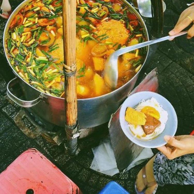 Bún riêu gánh - Chợ Bến Thành, Sài Gòn