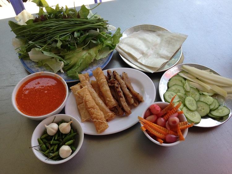 Nhắc đến ẩm thực Nha Trang thì người ta không thể không nhắc đến món nem Ninh Hòa. Nem Ninh Hòa bao gồm nem chua và nem nướng. Tuy nhiên, hầu hết du khách đến đây đều chọn nem nướng để thưởng thức và mua nem chua về làm quà cho mọi người.