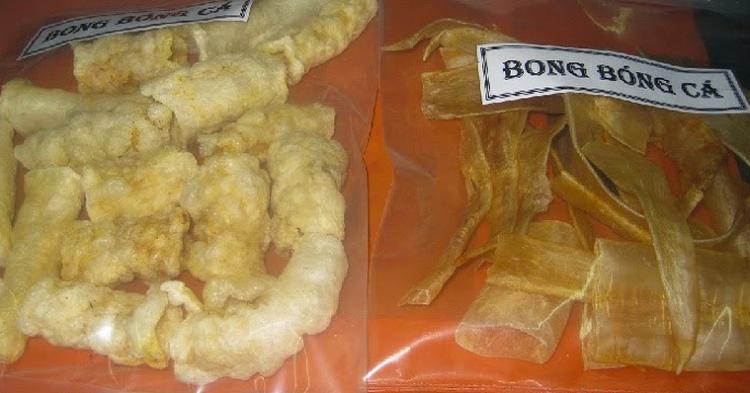 Có thể bạn chưa biết, bong bóng cá có thể được dùng để chế biến nhiều món ăn ngon, bổ dưỡng và lạ miệng. Đặc biệt là món ăn này chỉ có ở Nha Trang. Thông thường, bong bóng cá thường được lấy từ cá loại các như cá lạc, cá đường, cá chẽm,… bởi chúng sẽ có độ to, mềm, cũng như dai và nhiều dinh dưỡng hơn những loại cá khác. Để bảo quản, người dân Nha Trang thường đem sấy khô hoặc chiên sơ. Cho nên, khi chế biến bạn cần ngâm nó trong nước có pha thêm chút rượu trắng và gừng để làm mềm, loại bỏ mùi tanh.