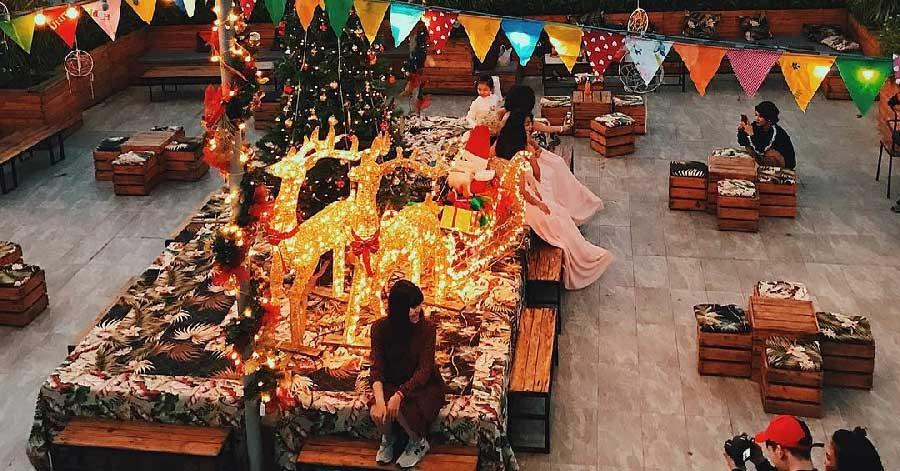 Check-in nhiệt tình tại 3 quán cà phê trang trí Giáng sinh sớm cực đẹp