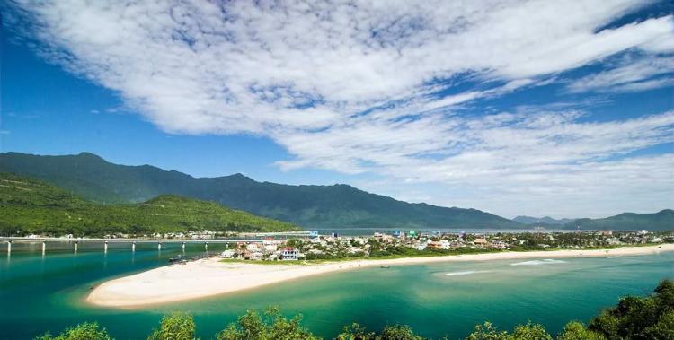 Vịnh Lăng Cô- điểm du lịch tuyệt vời cho hè 2017